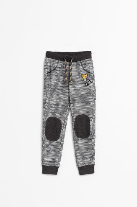 Spodnie dresowe w kolorze szarym z czarnymi łatami na kolanach